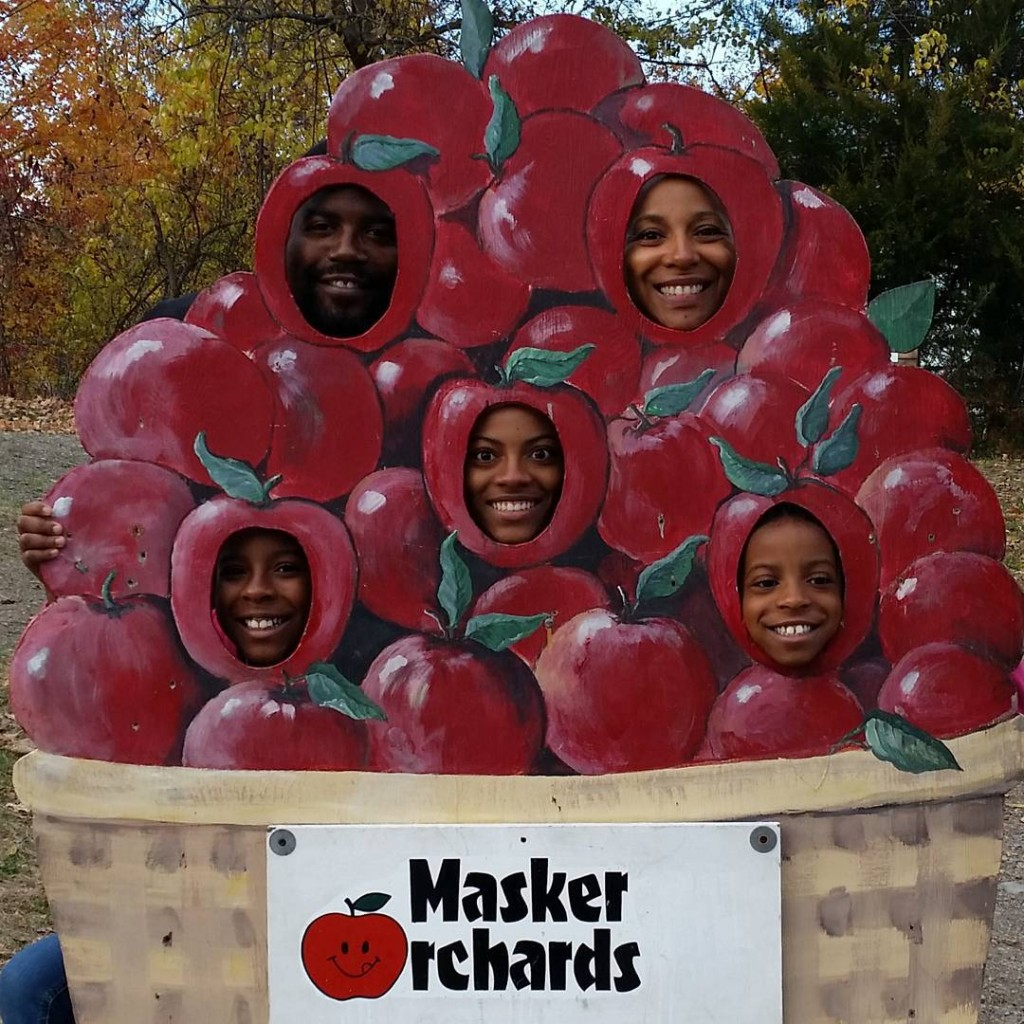 Apple picking at Maskers Orchard